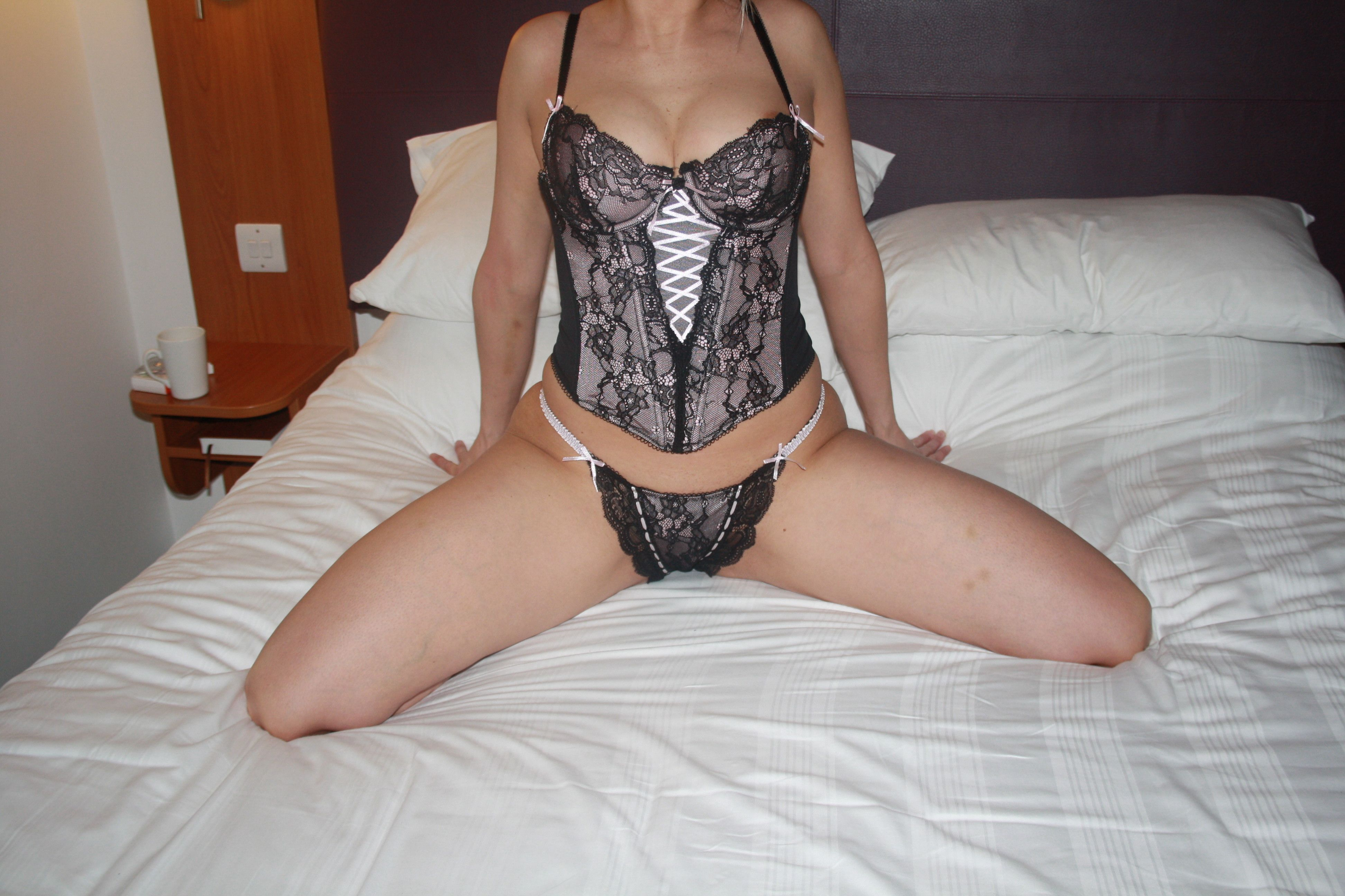 Independent female escorts providing professional escorting services