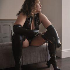 Mistress Elaina escort